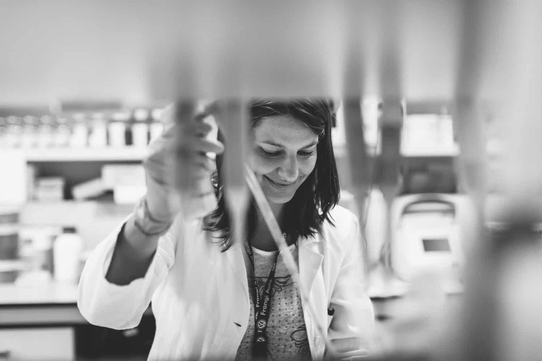 fotografo reportage corporate aziendale fotografia di laboratorio Sanofi Aventis Italia