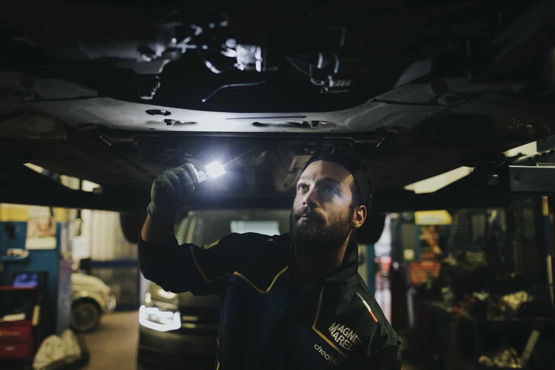 fotografo reportage industriale officina meccanica riparazione auto magneti marelli