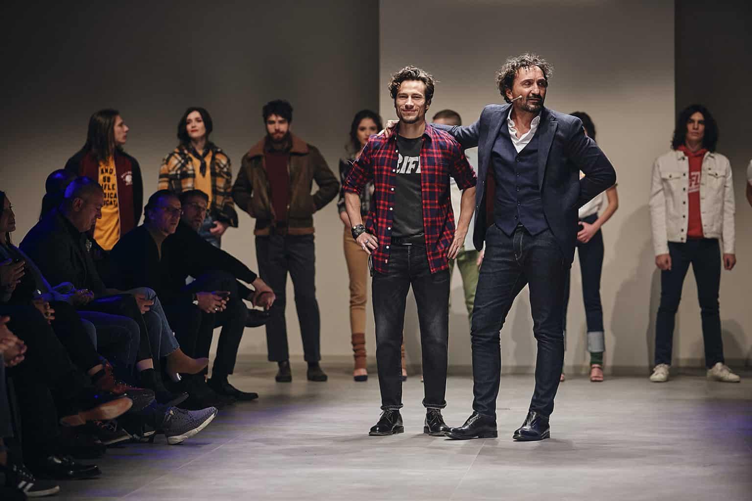 Fotografo sfilata di moda backstage reportage denim moda uomo donna 2019